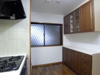 食器棚完備のキッチン。広くて作業効率UP。