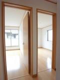 2階にある洋室へのドア。