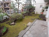 バルコニーからはこんな贅沢な庭が見られる。