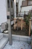 玄関横のお庭